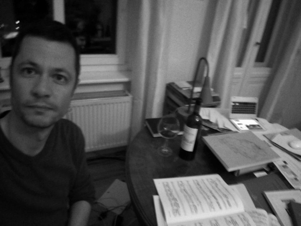 Beim Trinken und Lesen